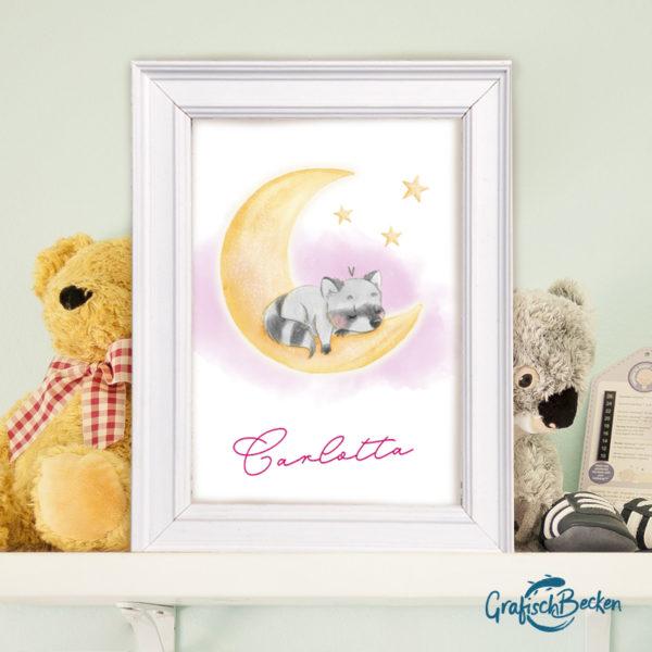 Namensposter personalisier Waschbär Mond Sterne Kinderzimmer Magenta Pink Illustratorin Catharina Voigt GrafischBecken